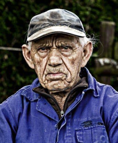 Photoshop-Techniken, Der alte Mann. Der Mann wurde Mit Photoshop bearbeitet um ihn noch älter erscheinen zu lassen.