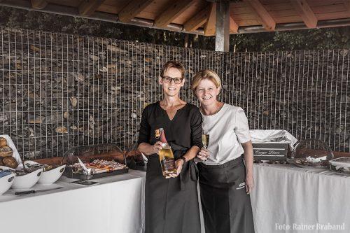 Das leckere Frühstück Wetterstation Klüsserath wird serviert von Esther und Birgit