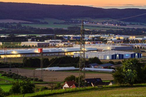 Industriepark Region Trier IRT Föhren bei Nacht.