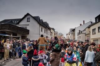 Viele Zuschauer beim Fastnacht/Karnevalsumzug in Bekond 2018